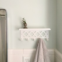 lisaflorencedesign_bath_after_shelfhooks.jpg